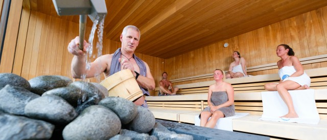 Aufgusszeremonie in der Mental-Sauna mit Panoramablick
