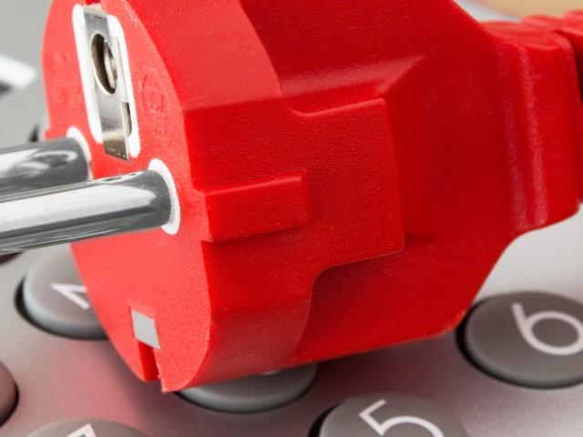 Strom und Taschenrechner zum Kosten ermitteln, © PhotoSG /Fotolia