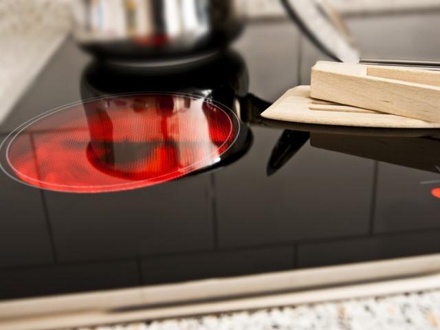Kochen mit Strom auf der Herdplatte, © Pixelot /Fotolia