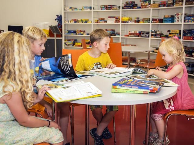 Kinder in der Umweltbibliothek