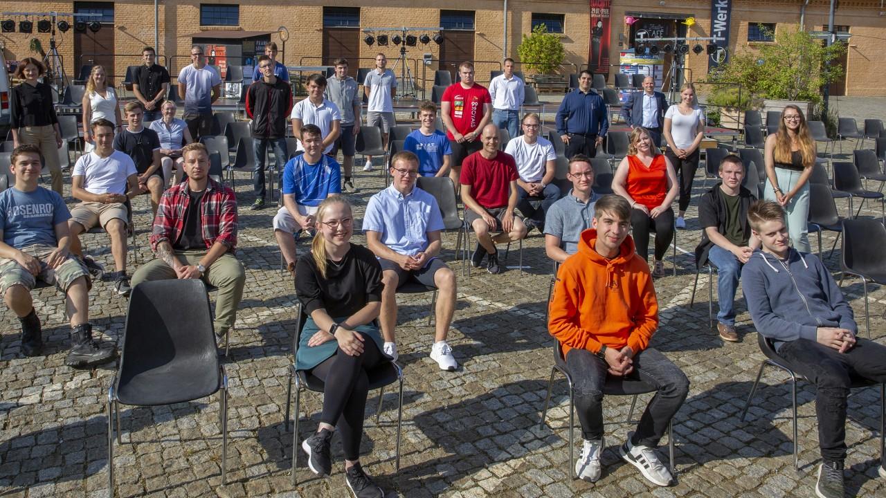 Gruppenfoto der neuen Azubis und Studenten 2020, © Katrin Paulus