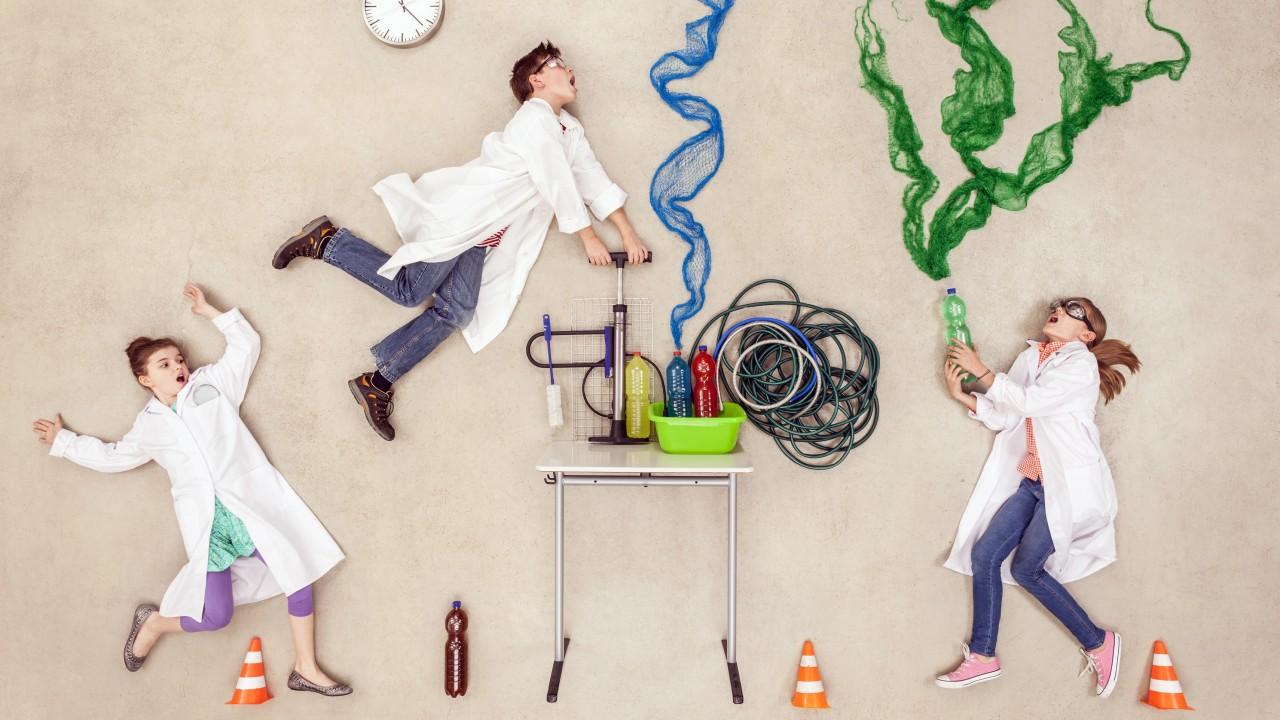 Forscher im Labor machen ein Experiment, © Westend61 / Fotolia