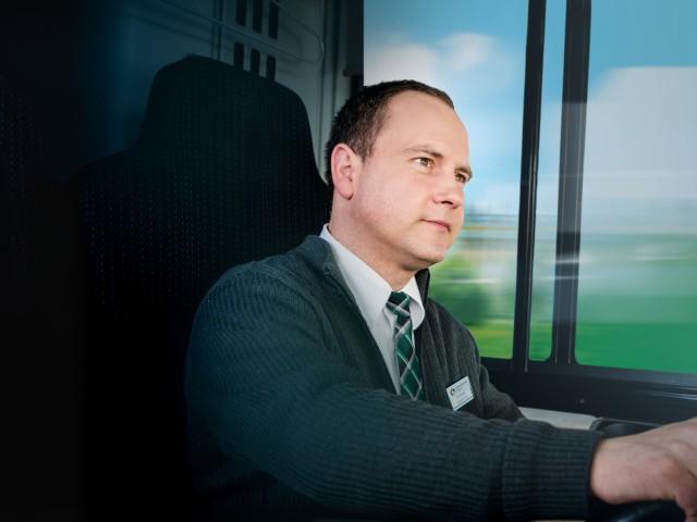 Mitarbeiter aus dem Bereich Verkehrswesen am Steuer , © vip/kontur