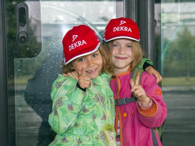 zwei Kinder bei der Verkehrserziehung, © Katrin Paulus