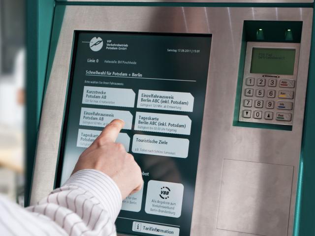 mobiler Fahrkartenautomat in Bussen und Bahnen