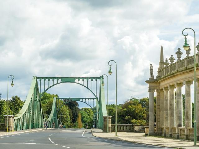 Glienicher Brücke mit Kolonaden, © Pecold