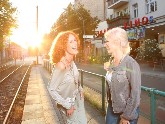 Zwei Frauen vor dem Thalia Kino, © Kathleen Friedrich